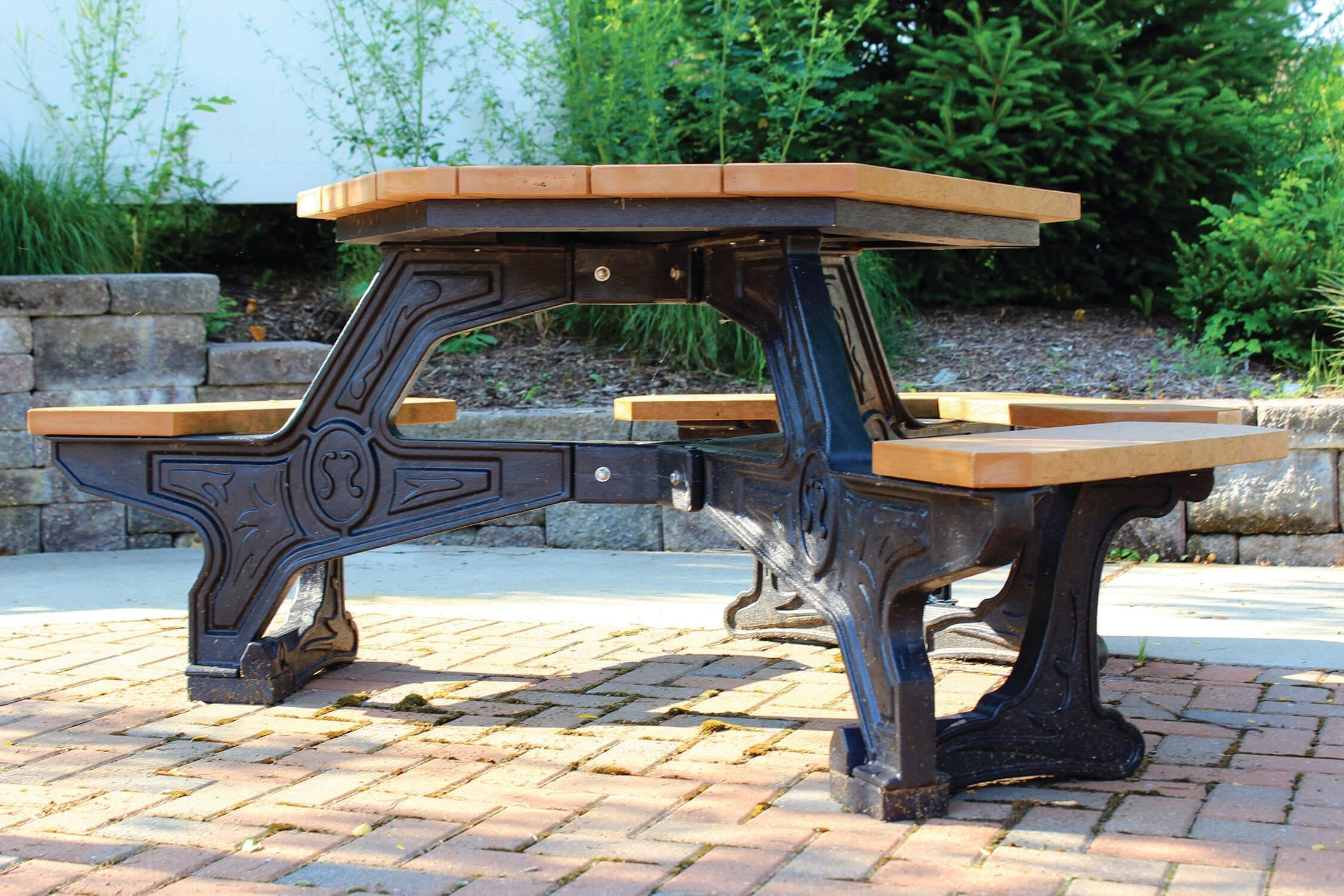 ADA Accessible Hex Shaped Picnic Table